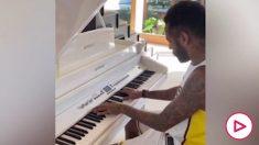 Neymar tocó el piano para sus fans.