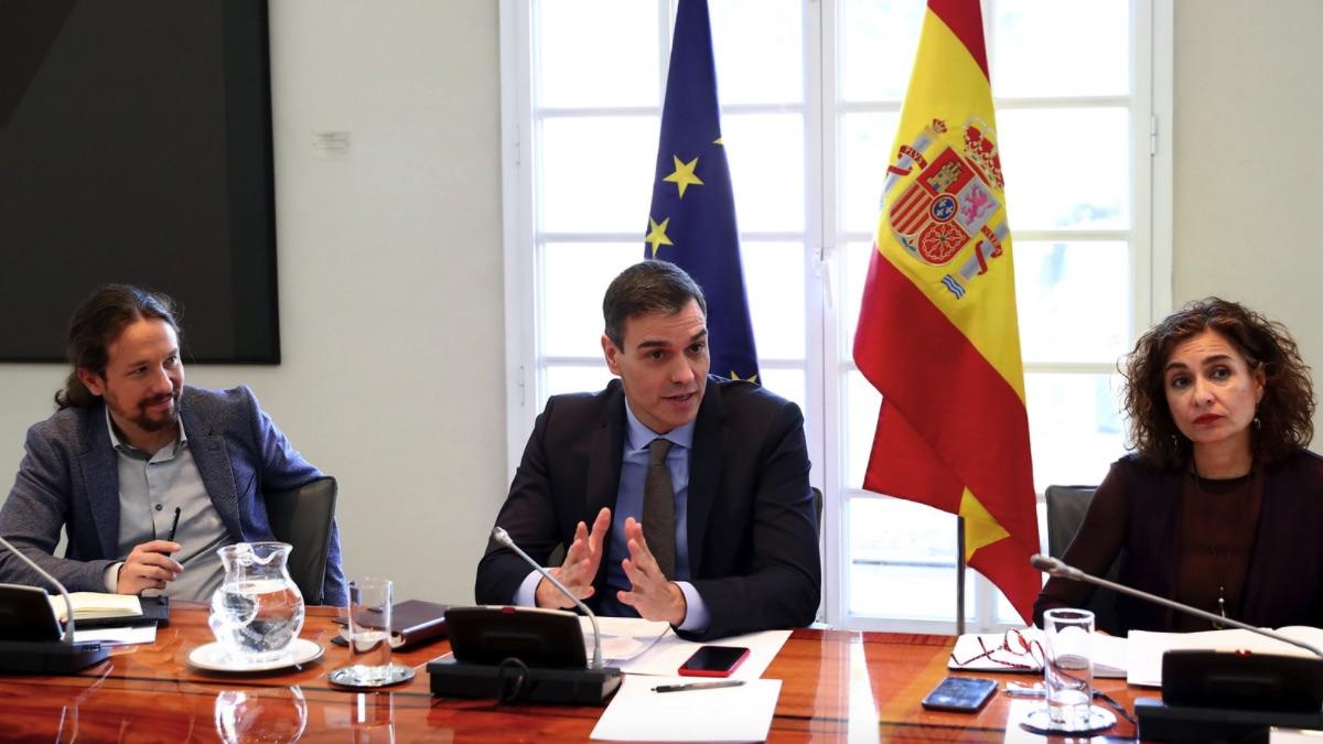 Pablo Iglesias, Pedro Sánchez y María Jesús Montero. (Foto: Moncloa)