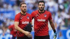Jan Oblak y Antonio Adán, durante un calentamiento con el Atlético de Madrid. (Getty)