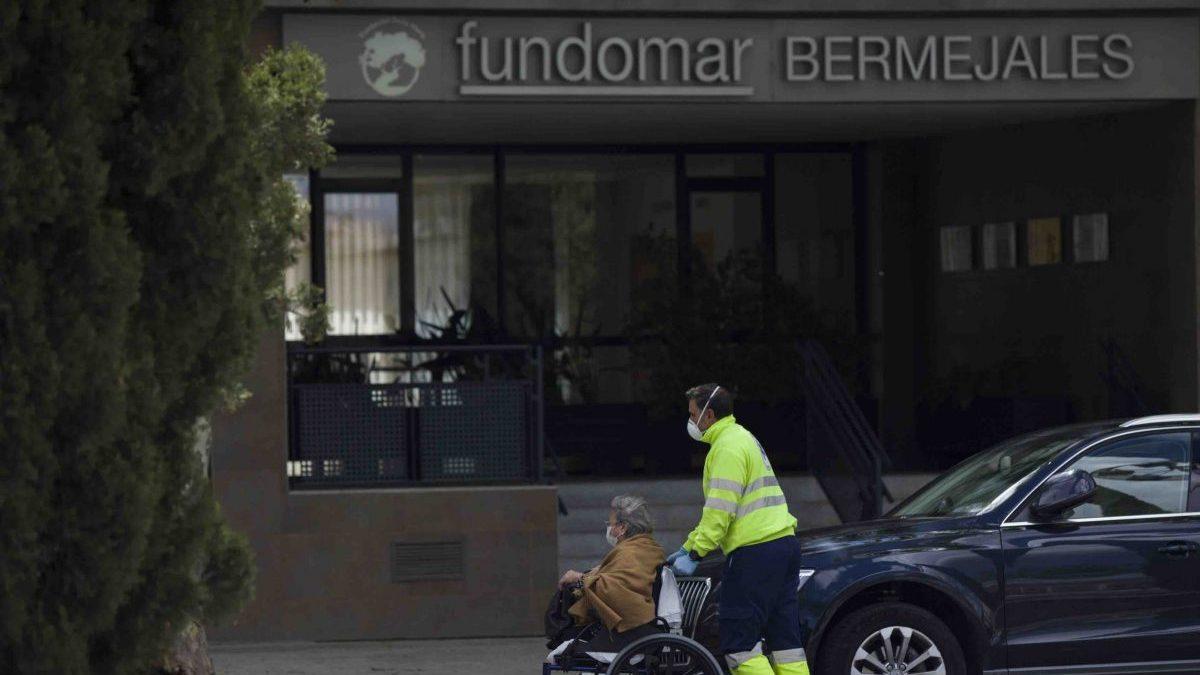 Sevilla.- Coronavirus.- «Medicalizado» un centro de mayores de Los Bermejales tras dar positivo el 69% de sus residentes