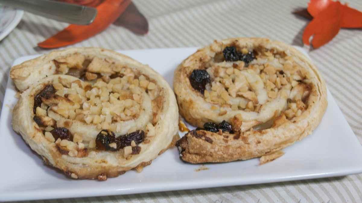 Receta de Caracolas de hojaldre, pera y pistacho