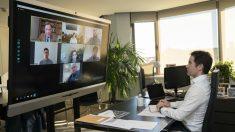 El secretario general del PP, Teodoro García Egea, en una reunión por videoconferencia con el presidente de la Comunidad de Murcia, Fernando López Miras, y fabricantes del sector del mueble. (PP)
