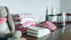 Descubre las prendas que son clave para organizar el armario del bebé