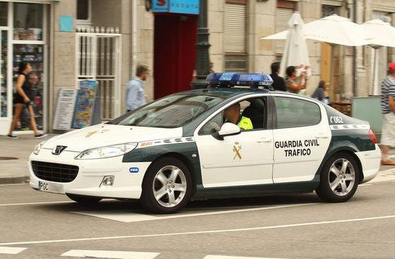 la Policía Local de Málaga denunció a una mujer al estar con sus hijos a más de un km de su casa.