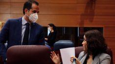 Ignacio Aguado e Isabel Díaz Ayuso en el Pleno de la Asamblea de Madrid. (Foto: Pool EFE)