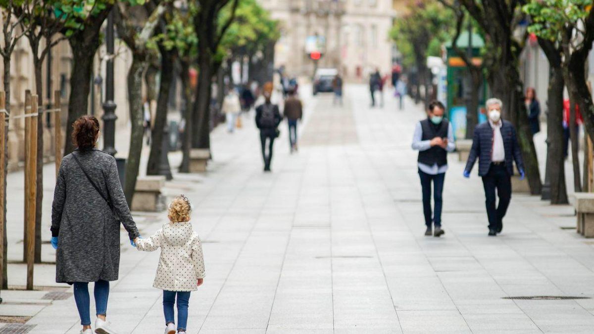 Personas paseando durante la cuarentena
