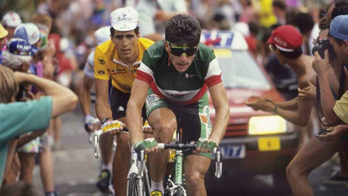 Bugno e Indurain en una batalla en el Tour de Francia.