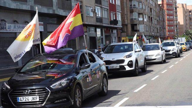 Una treintena de sindicalistas se manifiestan en coche por el 1 de Mayo en Zaragoza