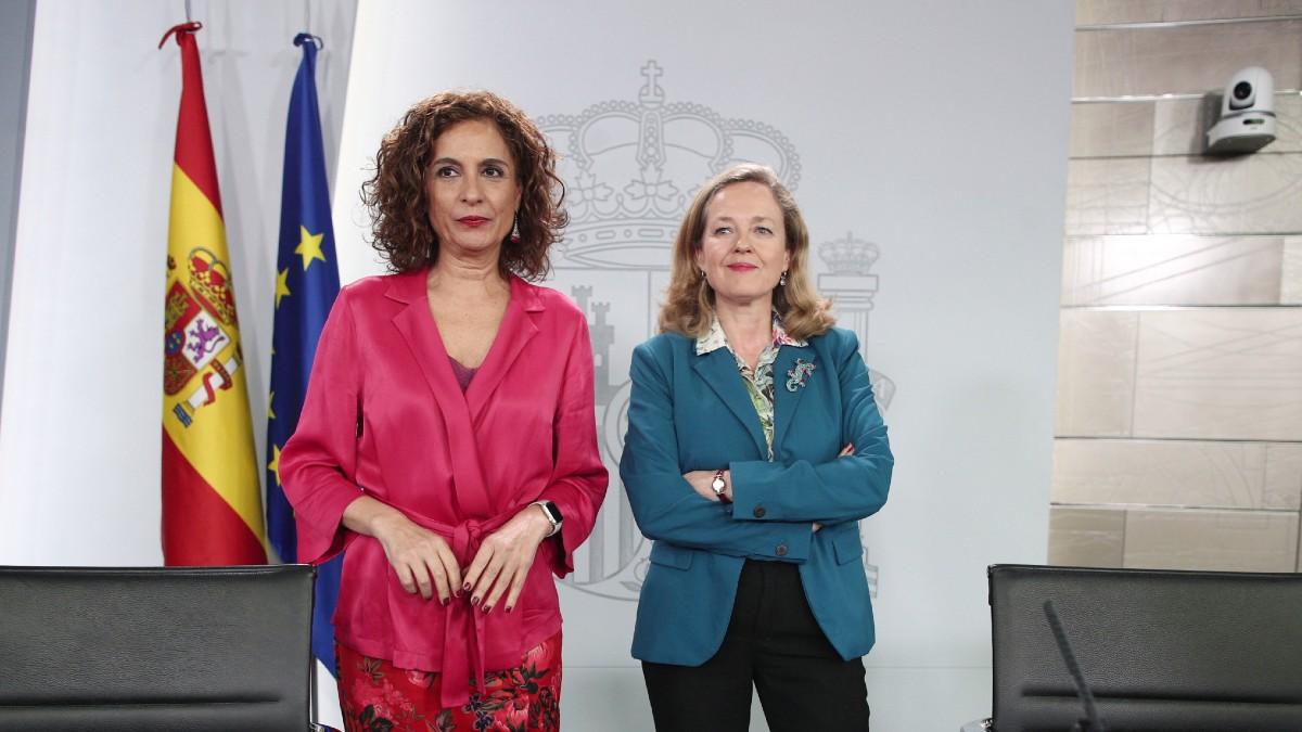 Nadia Calviño y María Jesús Montero en La Moncloa