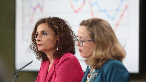 Nadia Calviño y María Jesús Montero en la rueda de prensa de presentación del Programa de Estabilidad.