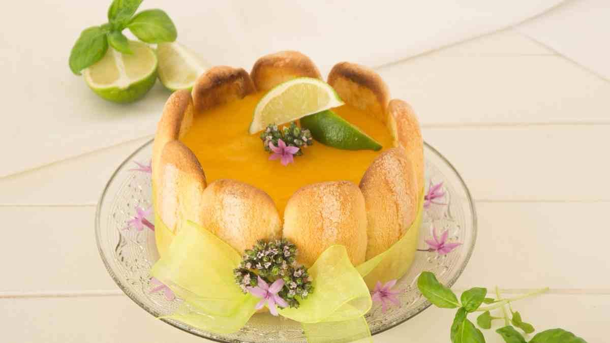 Receta de Tarta charlota de mango con bizcochos