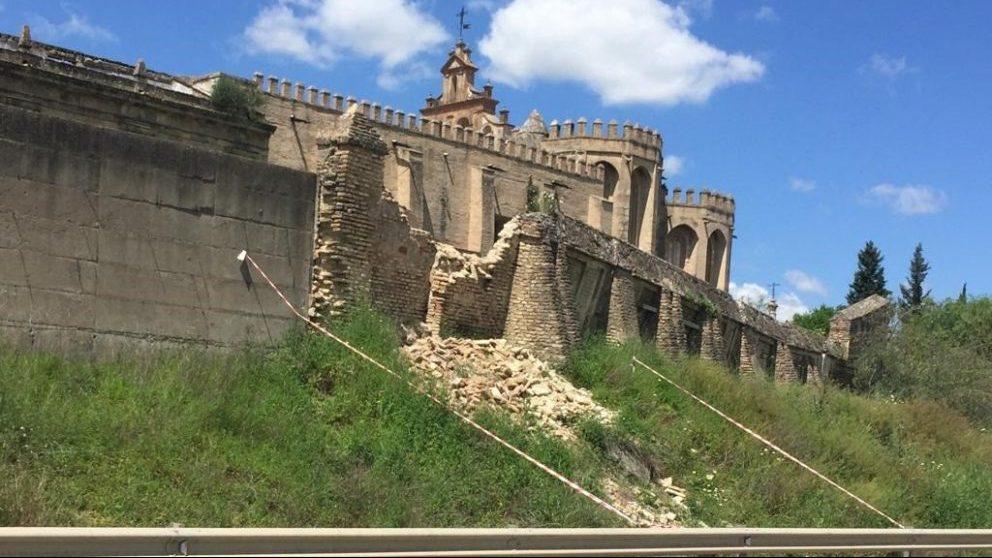 Sevilla.- Se desploma un tramo de tapia del monasterio de San Isidoro en principio ajeno a la cerca histórica