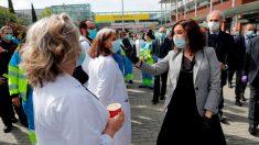 La presidenta de la Comunidad de Madrid, Isabel Díaz Ayuso en el cierre del hospital de Ifema. (Foto: EFE)