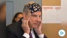 El 'momentazo' con la mascarilla del ministro de Justicia belga.