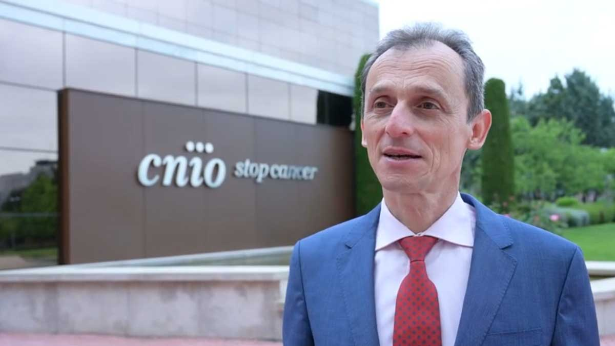 Pedro Duque en su visita al CNIO