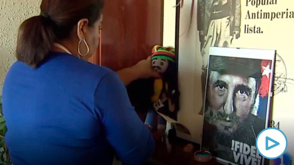 TVE ilustra la noticia de las ayudas a las empleadas de hogar con un retrato del dictador Fidel Castro.