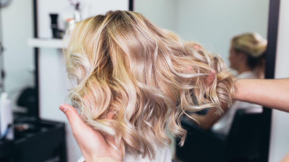Conservar las mechas sin ir a la peluquería es difícil pero no imposible