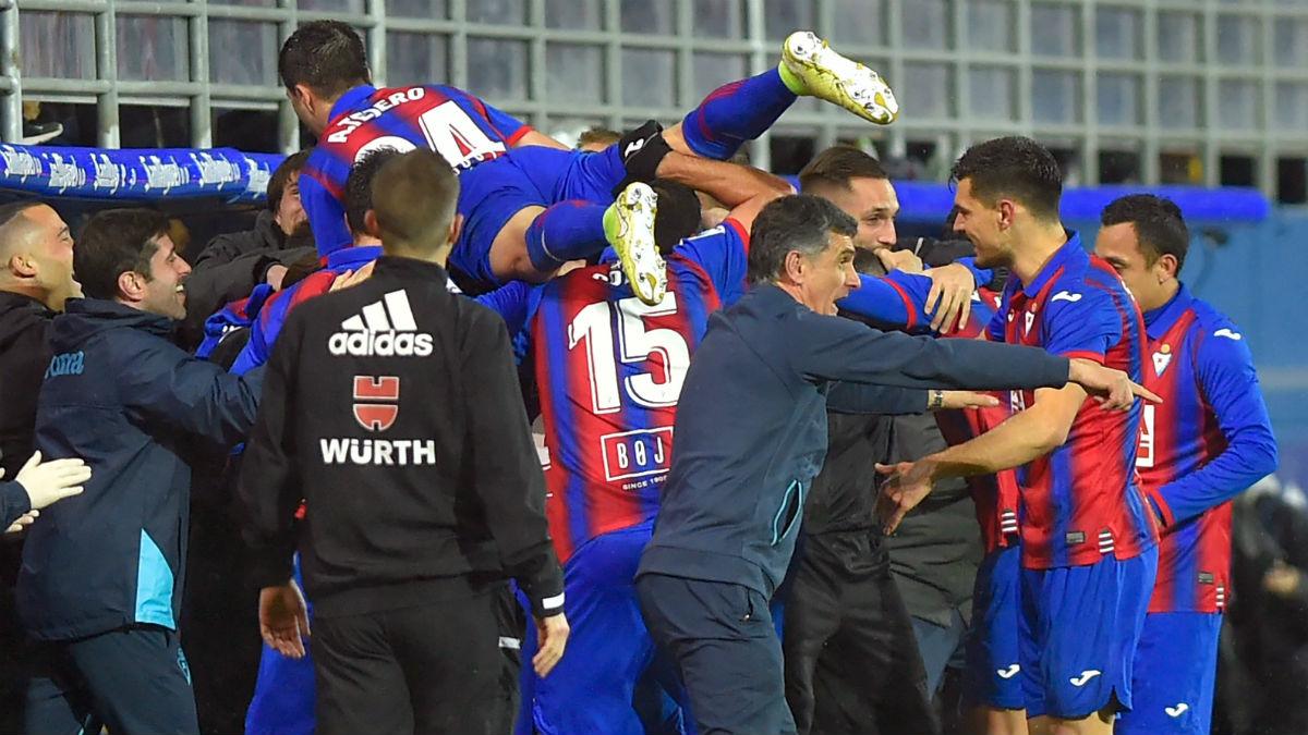 Los jugadores del Eibar celebran un gol. (AFP)