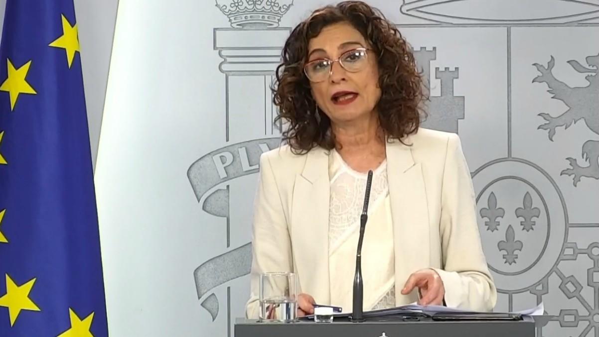 La ministra de Hacienda y portavoz del Gobierno, María Jesús Montero, en rueda de prensa telemática. (Foto: Moncloa)