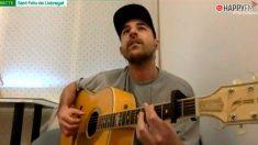 Vídeo viral: La madre del cantante Nil Moliner 'boicotea' una actuación de su hijo en casa