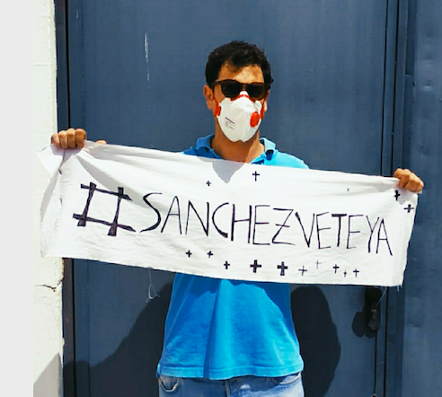 Un joven gaditano crea camisetas de «Vete ya Sánchez» y vende más de 6.500 en dos semanas