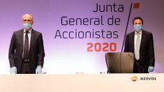 El presidente de Repsol, Antonio Brufau, y el consejero delegado, Josu Jon Imaz, en la junta de accionistas 2020.