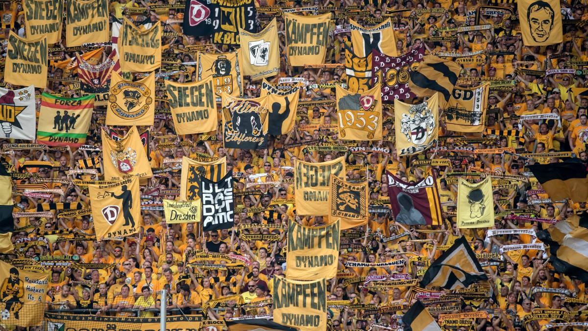 Aficionados del Dynamo Dresden, en un partido. (AFP)