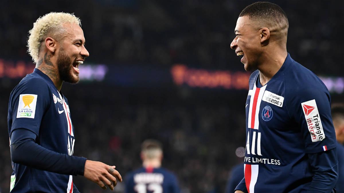 Neymar y Mbappé, en un partido con el PSG. (AFP)