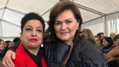 La activista que impulsa la campaña contra Ayuso, Aurora Serrano, con la vicepresidenta del Gobierno, Carmen Calvo.