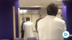 Los sanitarios gritan «¡Fuera, fuera!» a Urkullu durante su visita al hospital de Cruces.