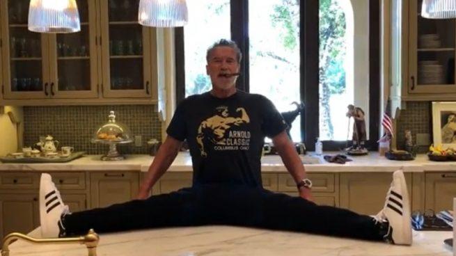 Instagram: Arnold Schwarzenegger se abre de piernas a sus 72 años