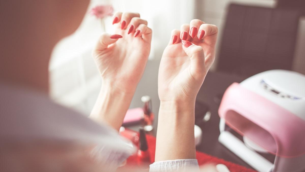 Las uñas arregladas y bonitas le dan un aspecto cuidado a las manos