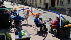 Facebook: Un bar de Alemania usa churros de piscina para mantener la distancia de seguridad