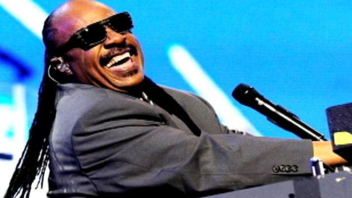 Hoy cumple 70 años el cantautor Stevie Wonder