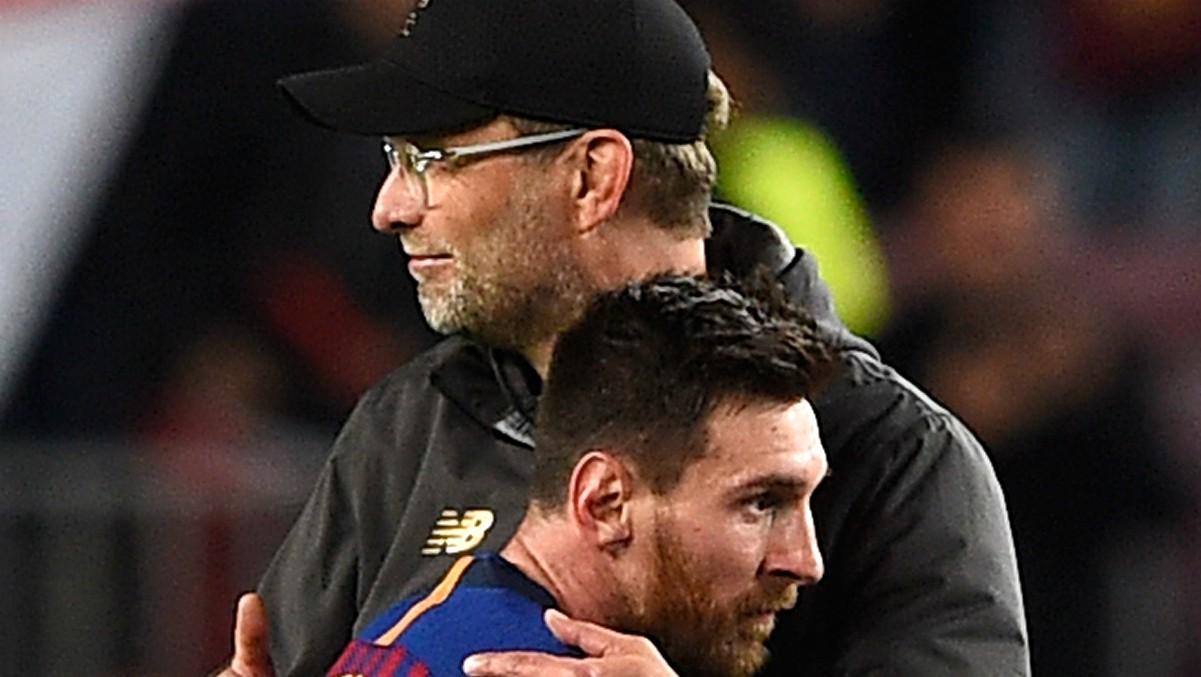 Jurgen Klopp saluda a Messi tras un partido ante el Barça. (AFP)