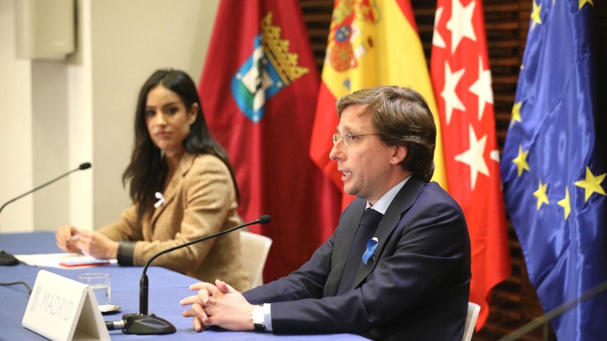 Begoña Villacís, vicealcaldesa de Madrid, junto al alcalde de Madrid, José Luis Martínez-Almeida. (Foto: Europa Press)