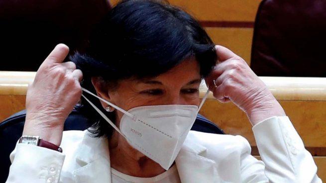 La ministra Isabel Celaá con la mascarilla KN95. (Foto: Pool)