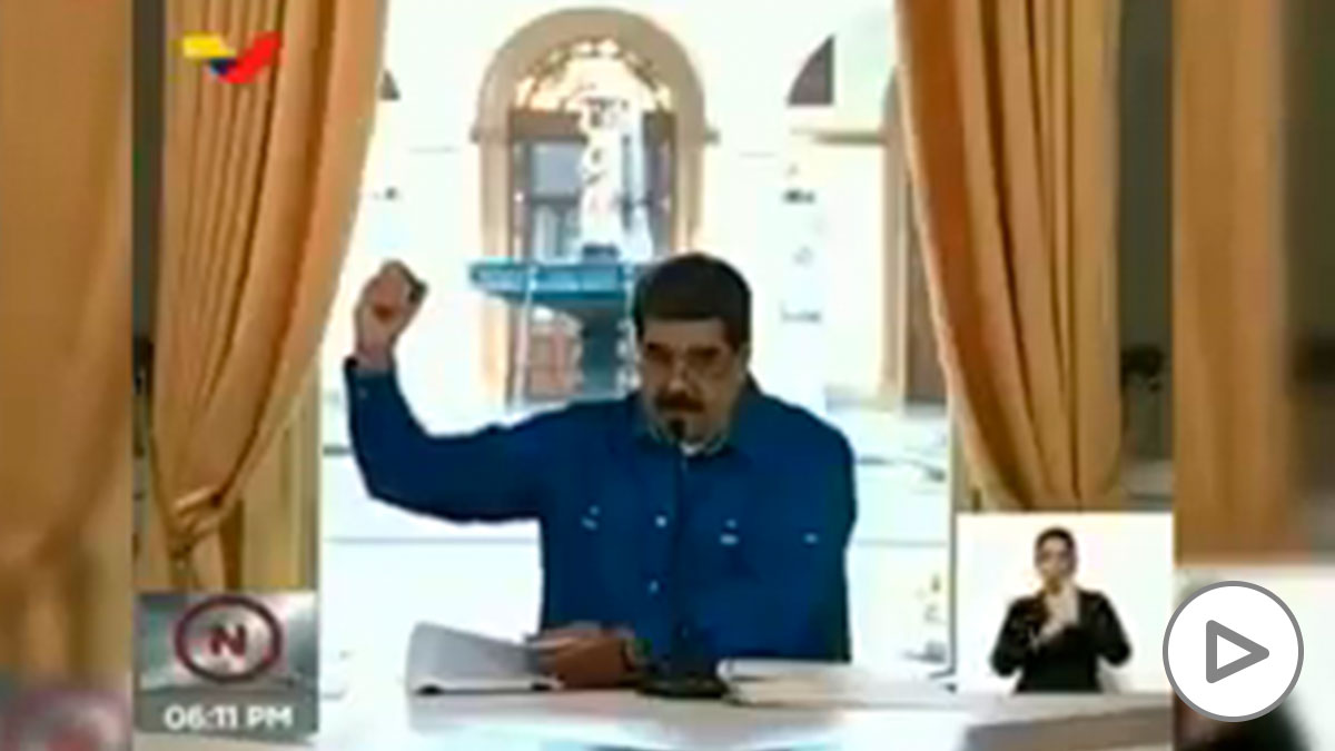 Nicolás Maduro firma la prórroga del estado de alarma.