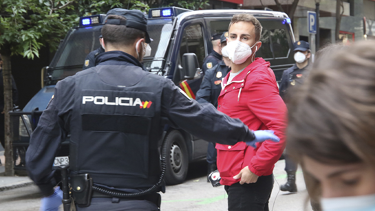 Numerosa presencia policial en la calle Núñez de Balboa de Madrid. (E. Falcón)