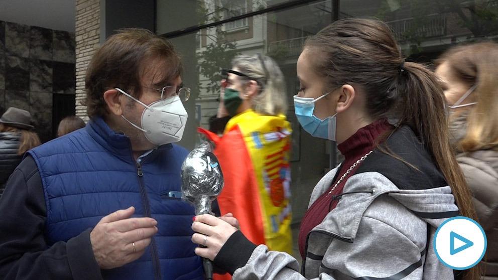 Manifestante que ha perdido a su hermano por el Covid-19.