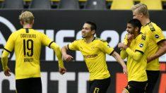Los jugadores del Dortmund celebran un gol al Schalke. (AFP)