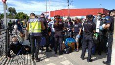 Marroquíes bloqueados en Melilla.