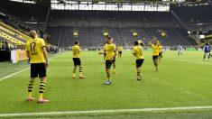 Los jugadores del Borussia Dortmund celebran un gol. (Getty)