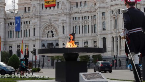 Monumento a las víctimas del coronavirus. (Foto: EFE)