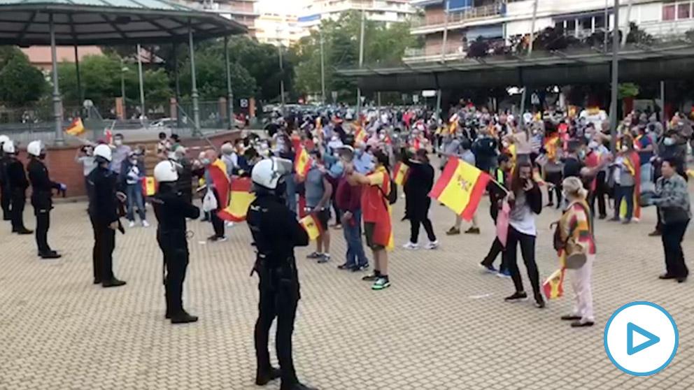 Radicales de izquierda impiden la cacerolada en Alcorcón.
