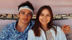Charles Leclrec junto a su novia. (Instagram)