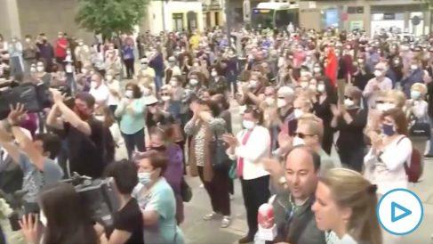 Cientos de personas se saltan el confinamiento para despedir a Julio Anguita en una aglomeración en Córdoba.