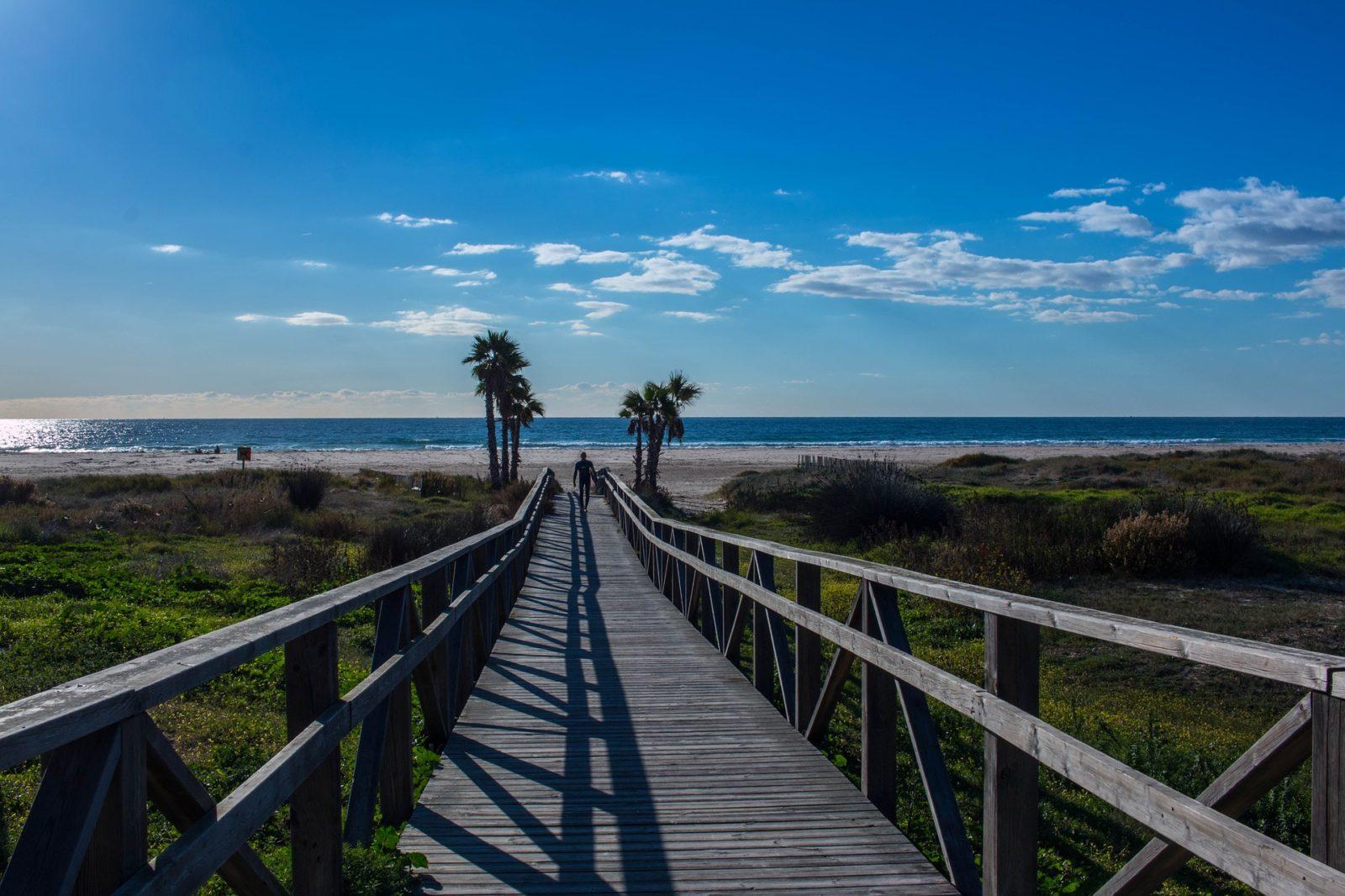 Andalucía está preparada para la apertura de sus playas y piscinas para el baño