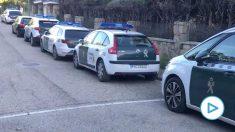 Coches de la Guardia Civil protegiendo el casoplón de Iglesias. Imagen: Paco Toledo