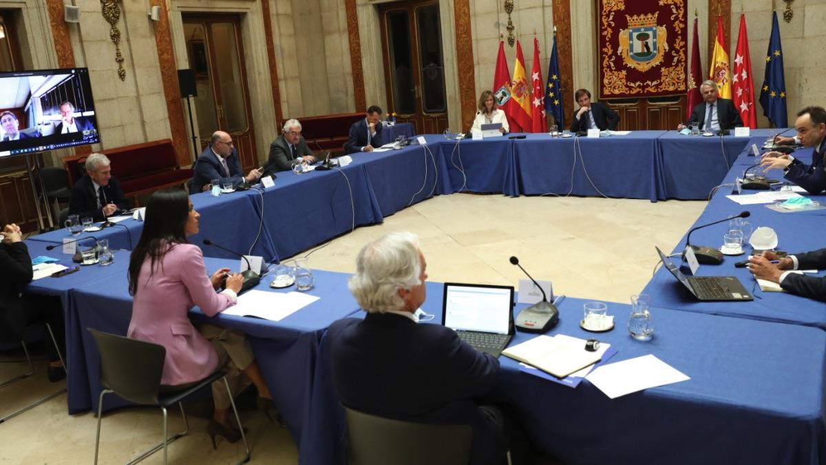 José Luis Martínez-Almeida reunido con destacados empresarios. (Foto: Madrid)